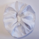 Showquest Devises White Scrunchie
